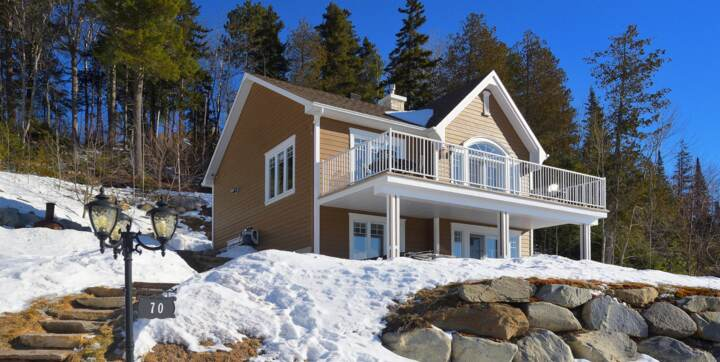Cottage to rent all includes front of montains 2 hours from Montreal