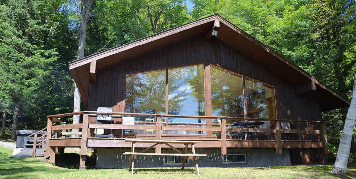 Cottage to rent with private jacuzzi for 2 or 4 persons Laurentides Chalets Booking